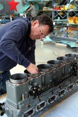Packard Merlin - Arbeiten an der Zylinderbank durch Mike Nixon