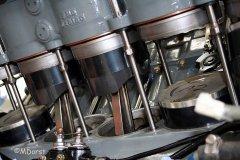 Packard Merlin - Aufsetzen den Zylinderbank auf die Kolben